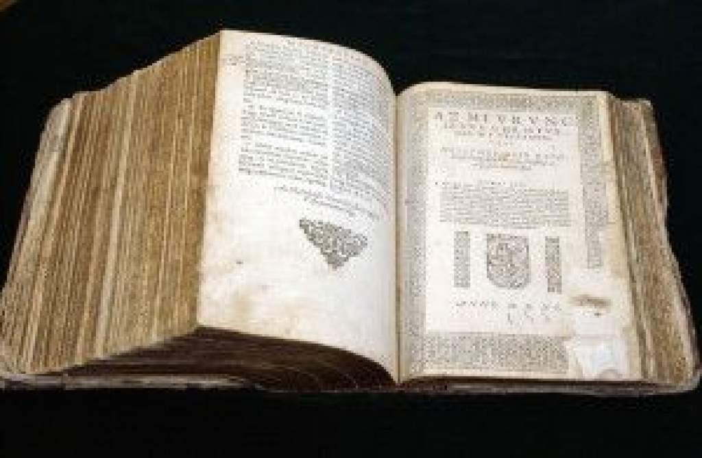 Korhű eszközökkel újranyomtatják a vizsolyi bibliát