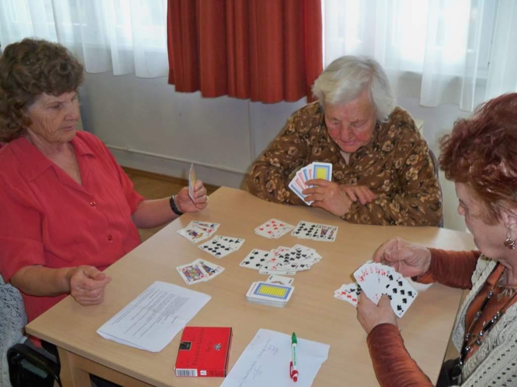 Jól verték a blattot a nyugdíjasok
