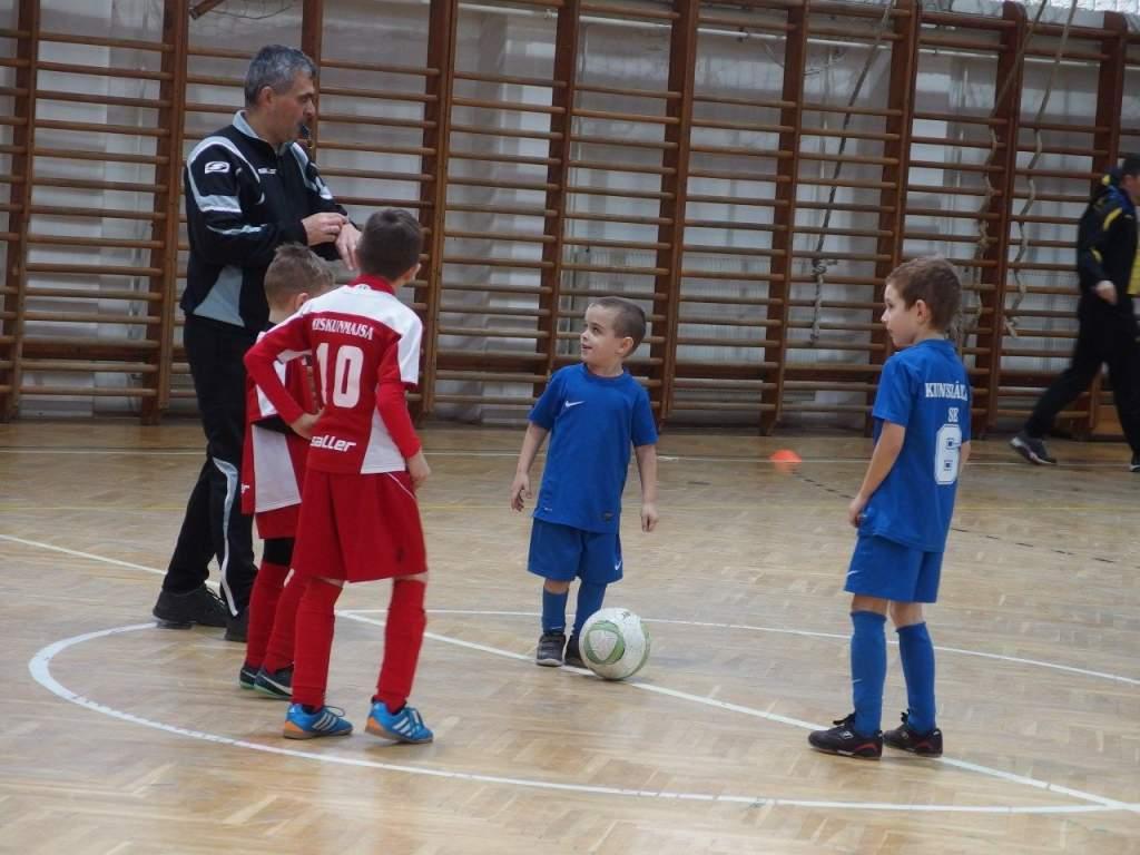 Még tanulják a focit a legkisebbek