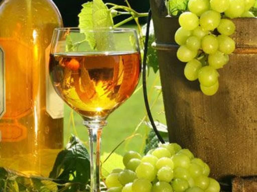 150 milliót kap a szőlő- és borágazat