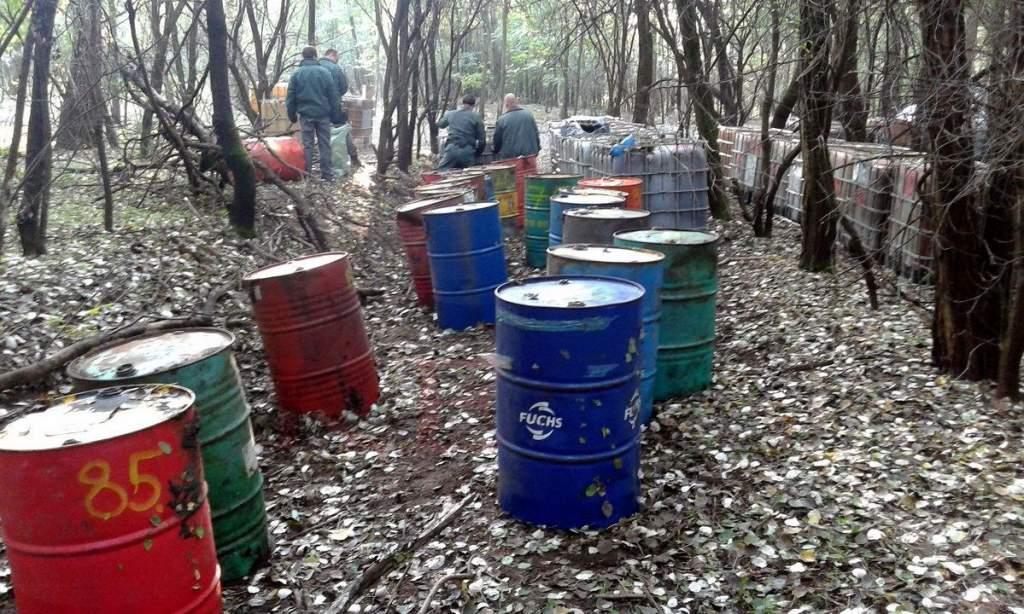Illegális gázolaj lerakat a bugaci erdő mélyén