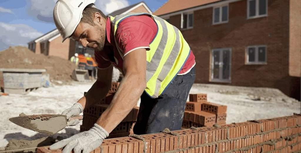 Pályázat kőműves munkakör betöltésére