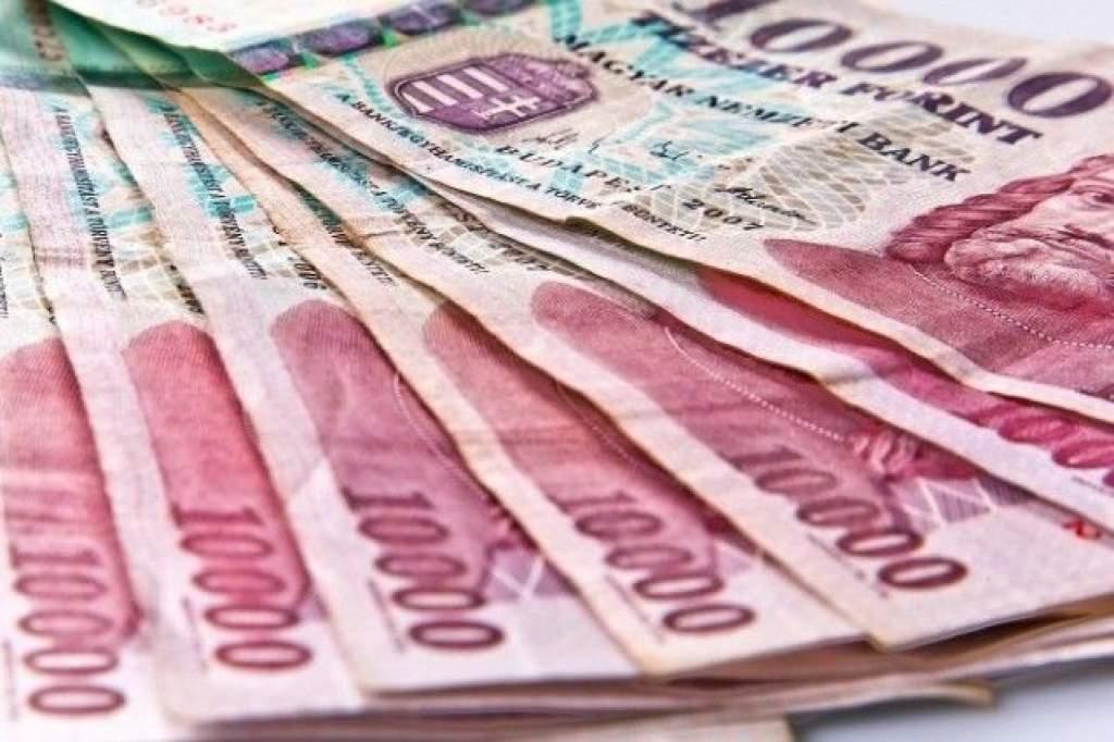 111 ezer forint lesz a minimálbér