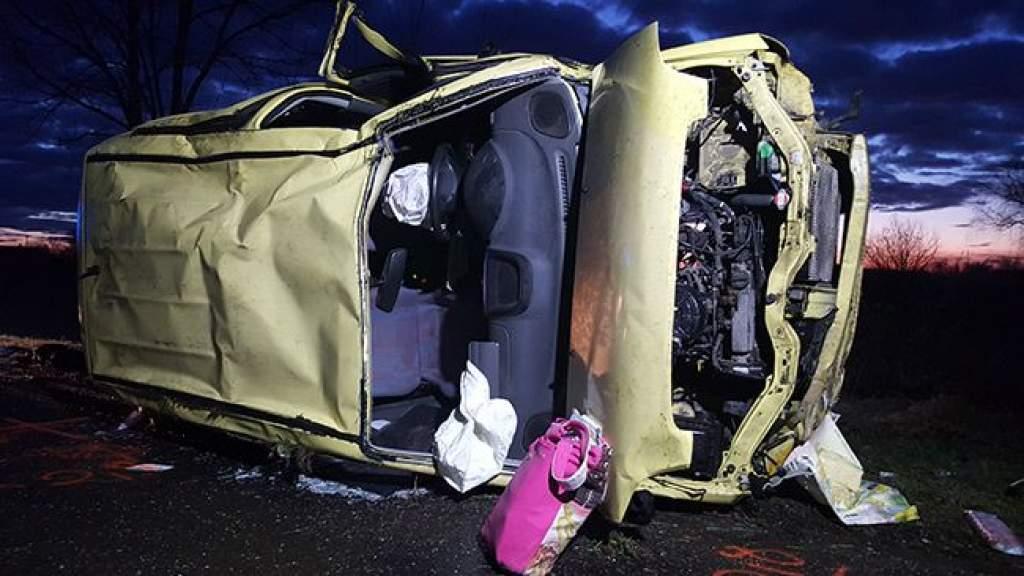 Felborult egy autó Félegyháza és Alpár között