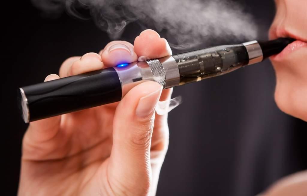 Az elektromos cigaretta súlyosan károsíthatja a tüdőt