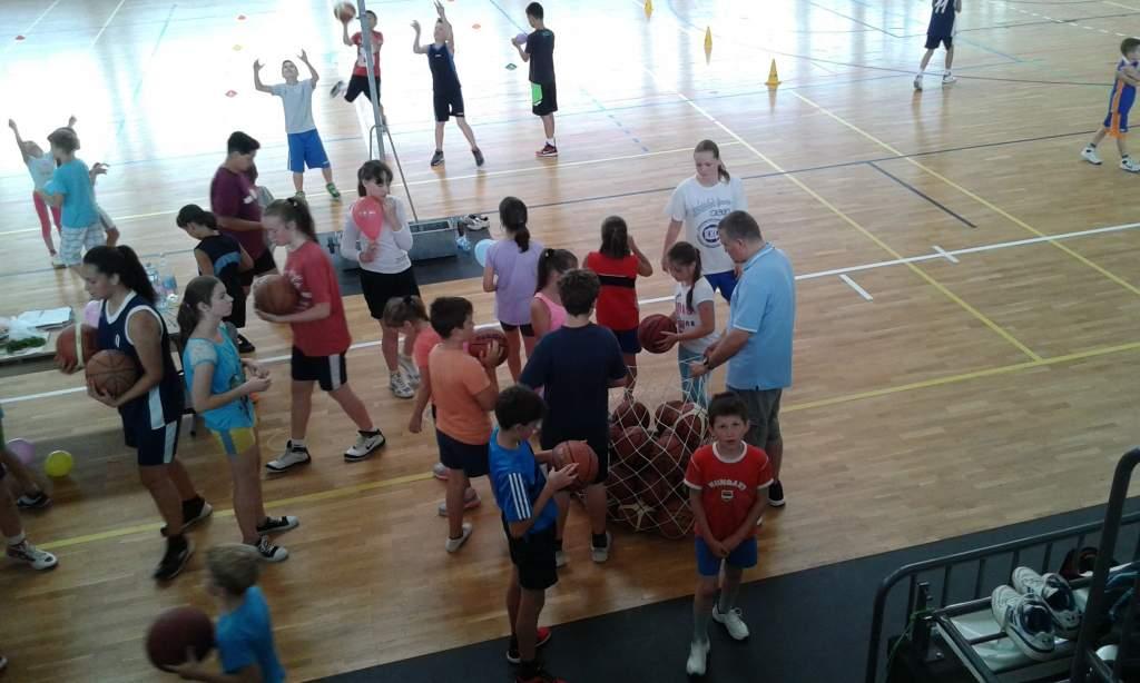 Fiatalok ismerkedtek meg a kosárlabdával