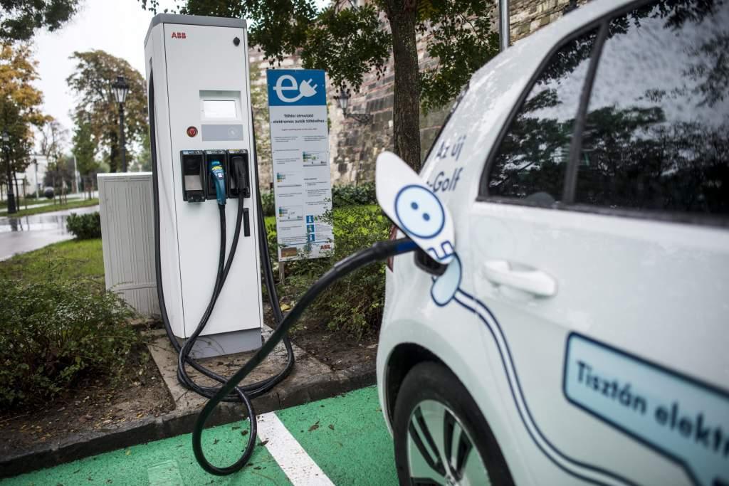 Beindult az elektromos autókat támogató program