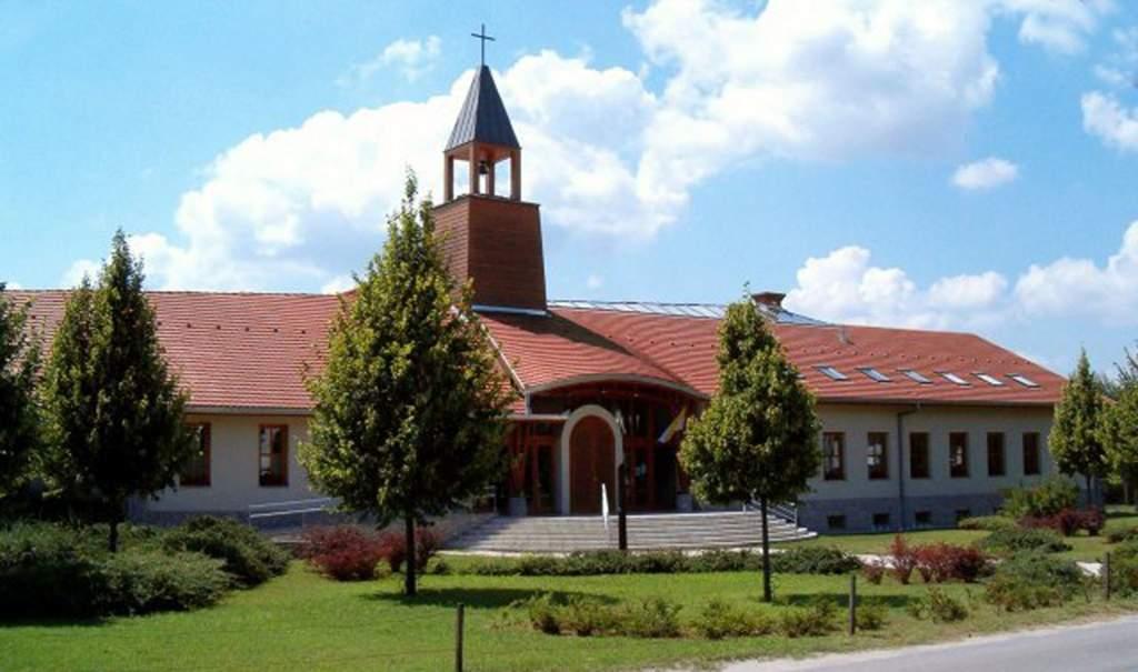 20 éves a kecskeméti Szentcsalád Plébánia