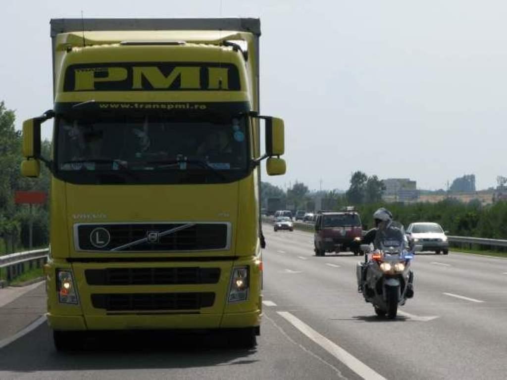 40 tonnás kamion billent meg az úton Kecskemétnél