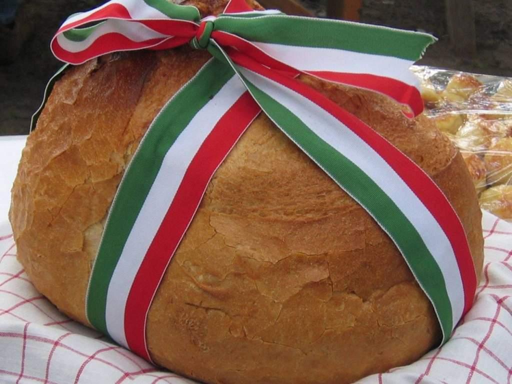 Püspöki áldás után szelték fel az új kenyeret Félegyházán