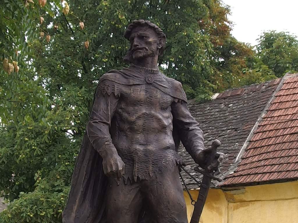 Megújult a székely parasztvezér szobra