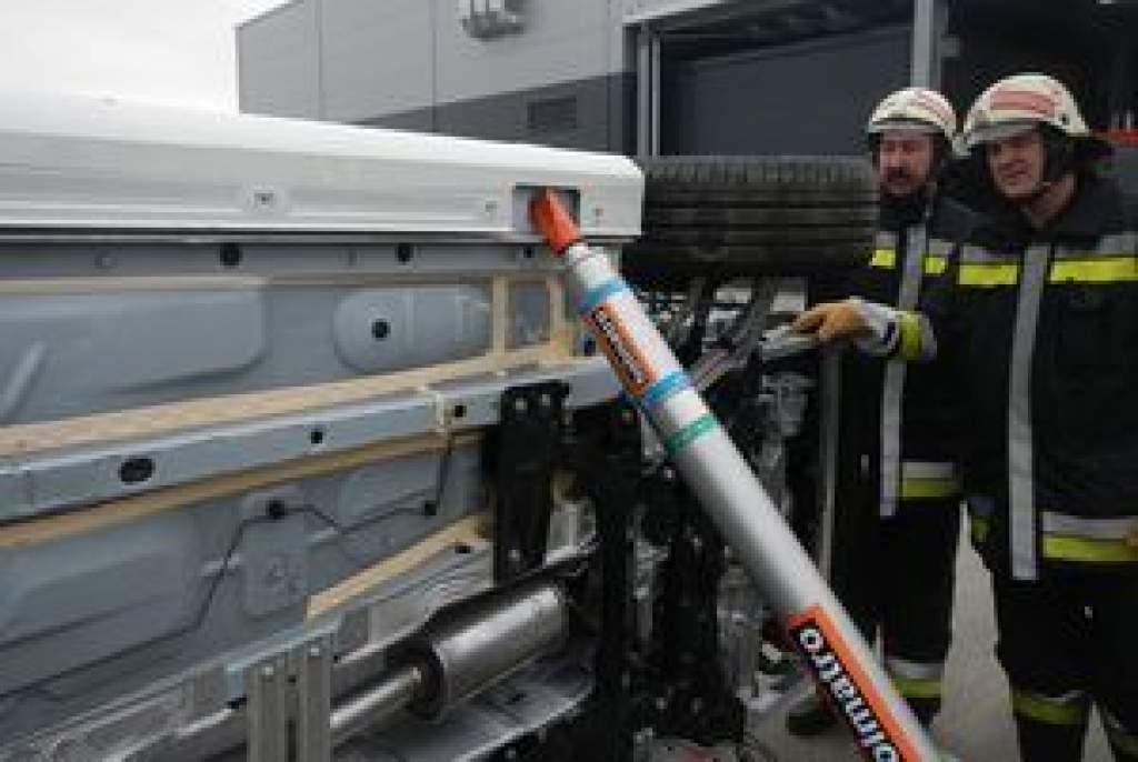 Hivatásos és létesítményi tűzoltók közös gyakorlata Kecskeméten