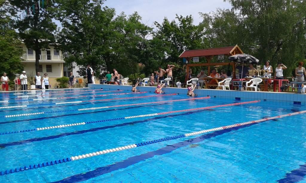 20 érmet nyertek az úszók Tiszaföldváron