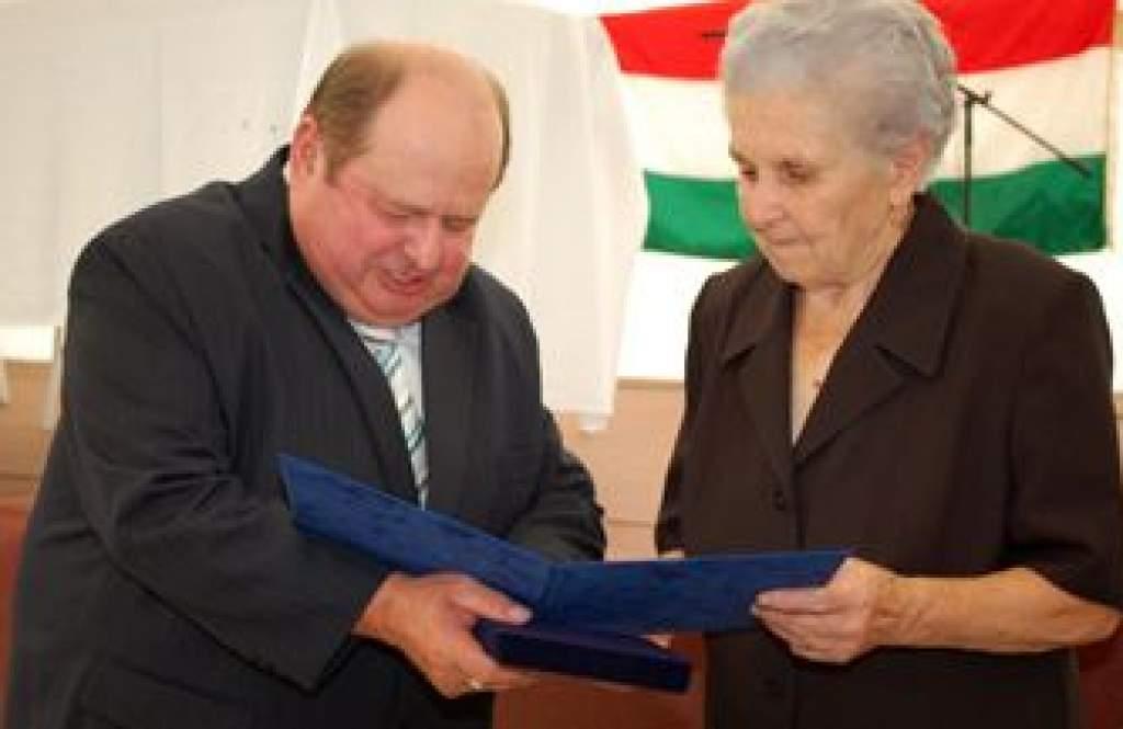 Két kitüntetést kapott egy napon a tanárnő