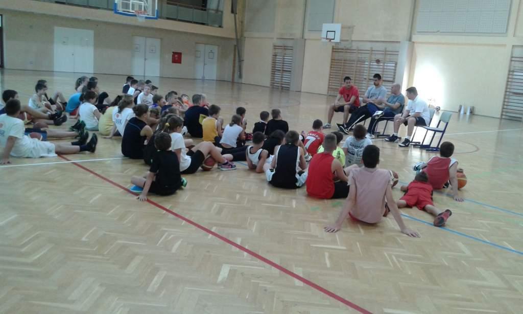 Példaképekkel és a kosárlabdázás fortélyaival ismerkedtek meg a fiatalok