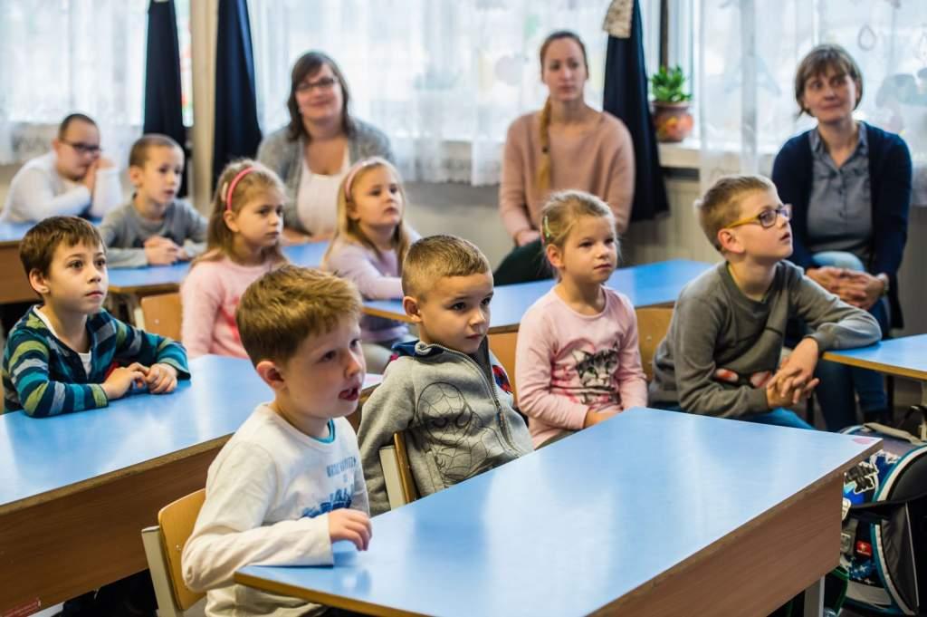 Óvodai és iskolai szociális segítőt keresnek
