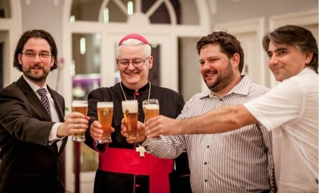 Vasárnap a papok is sörözhetnek