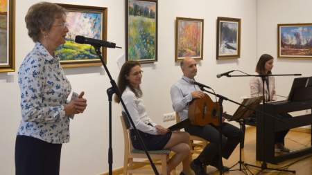 Megnyílt Pintér Anna festőművész kiállítása a könyvtárban