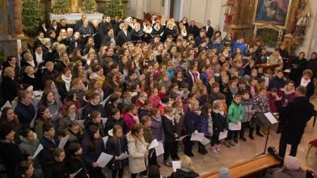 Hét kórus énekelt együtt vízkereszt ünnepén