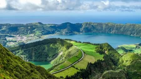 A hortenziás vulkánok földje