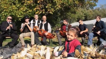 Tekerőlantosok és kosárfonók találkoznak Tiszaalpáron