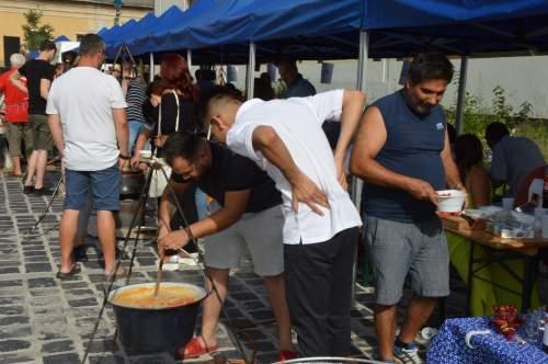 A vártnál is többen látogatták a halászléfőző versenyt